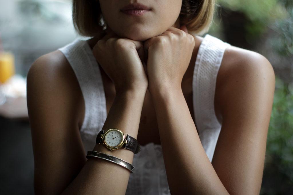 iso-republic-blonde-woman-wristwatch