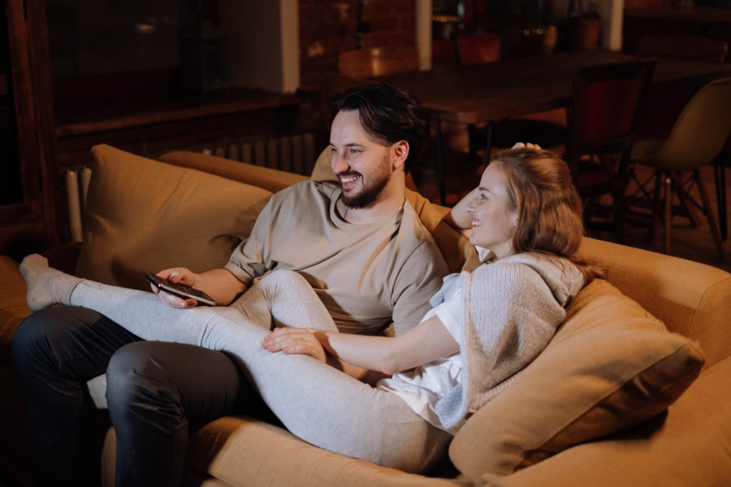 couple-love-sitting-evening-4009040