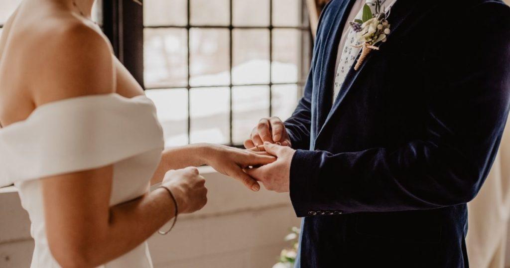 結婚相談所への加入を検討する