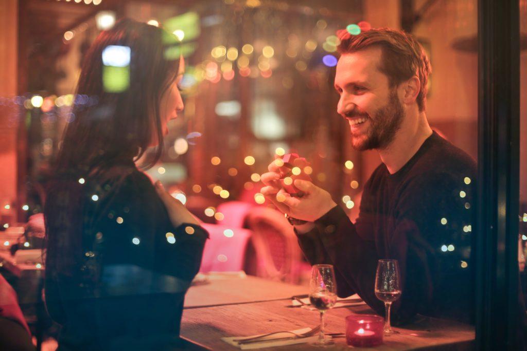結婚相談所の遠距離交際を成婚に導くコツ