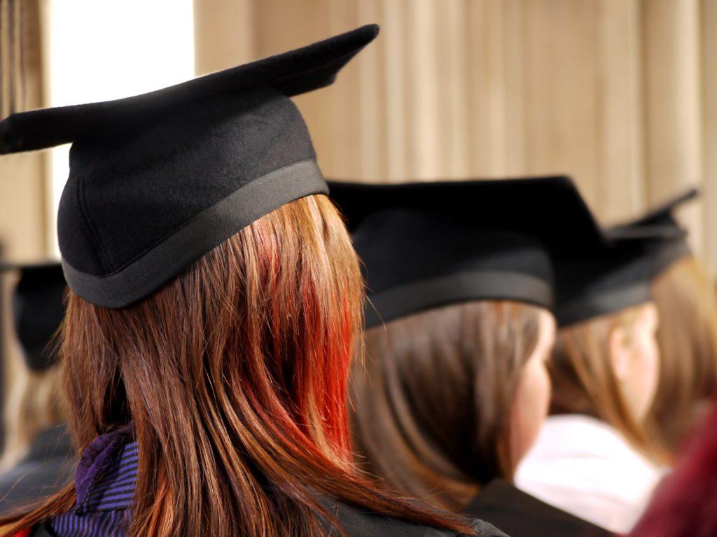 高学歴の女性は婚活が不利?