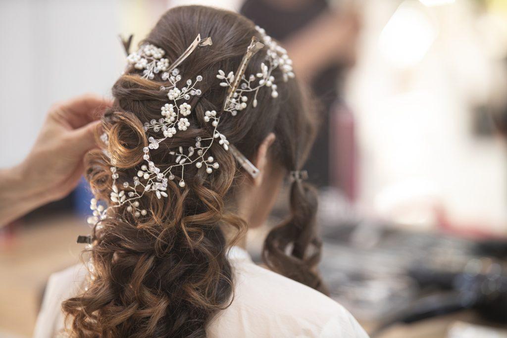 女性美容師の恋愛事情と婚活の実態
