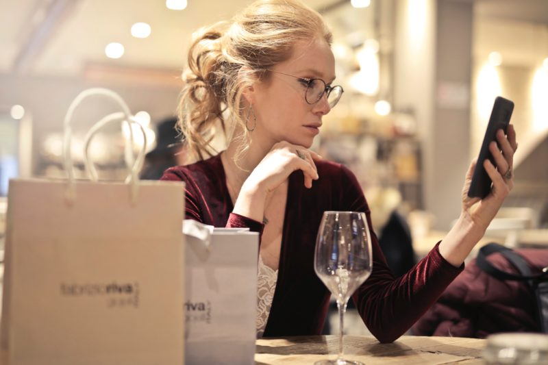photo-of-woman-holding-her-phone-994848