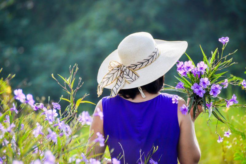 purple-dress-50代やシニア世代におすすめの結婚相談所の種類とは?