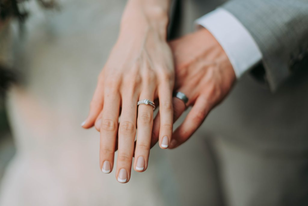 コスパ重視ならスマリッジ、サポートや成婚率重視ならパートナーエージェントがおすすめ